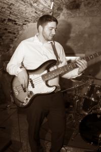 Werner Breitwieser : Bass